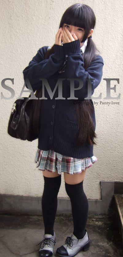 【みこと】ツインテールのニーソ女子校生の水色のパンティ