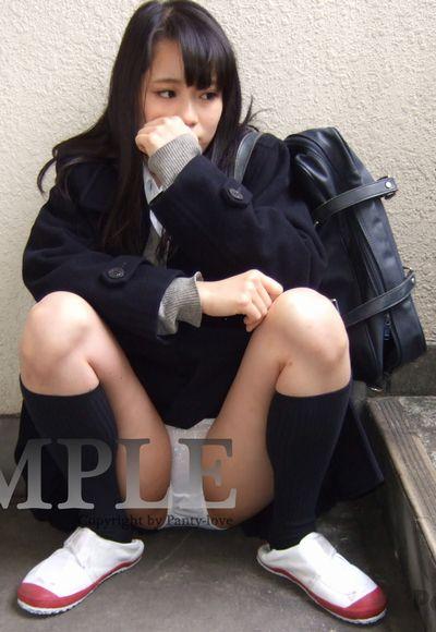 【ゆずほ】マスクをした女子校生の純白パンチラ ~PANTY-LOVE~