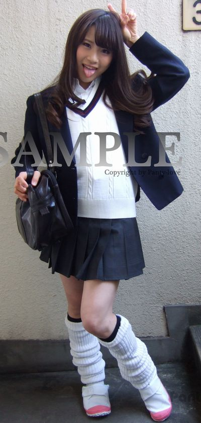 【ともか】ルーズソックのブレザー制服の女子校生の生パンチラ ~PANTY-LOVE~