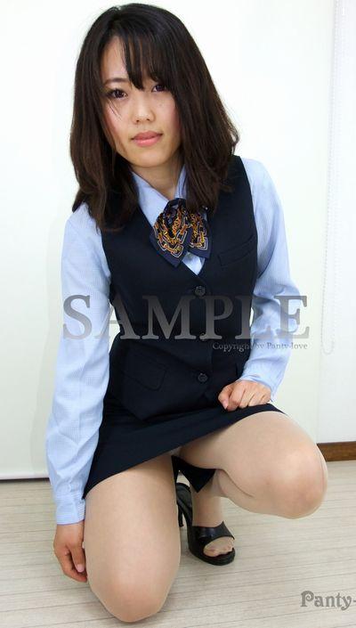 【れなん】タイトミニスカ制服の美人OLのパンチラを拝見
