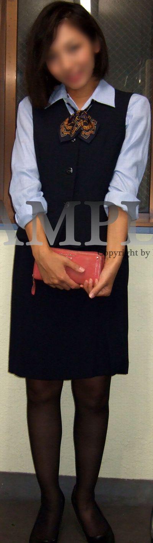 【さな】紺のタイトミニスカ制服OLの黒パンストの美脚とパンチラ ~PANTY-LOVE~