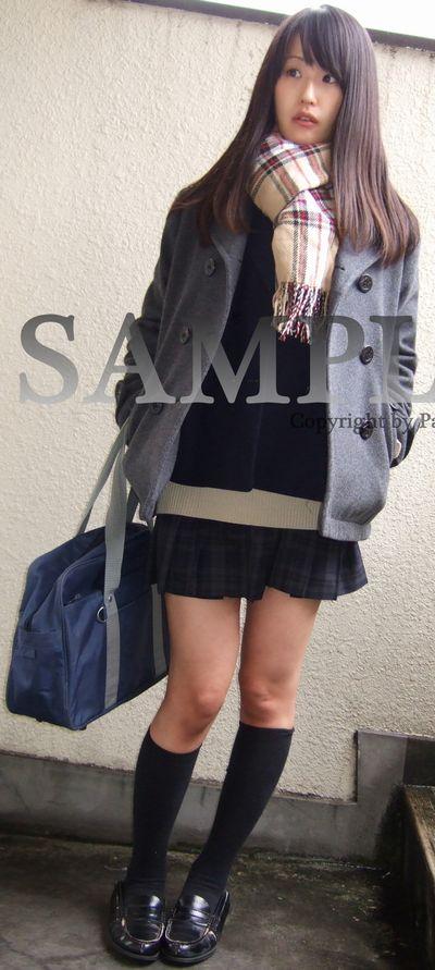【ののん】豊かなロングヘアの女子校生の制服パンチラ ~PANTY-LOVE~