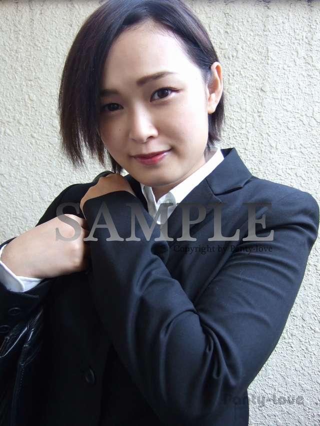 【みやび】リクルートスーツのショートカット美人OLのパンチラ ~PANTY-LOVE~