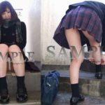 【ころん】マフラーを巻いた女子校生のミニスカ制服パンチラ~PANTY-LOVE~