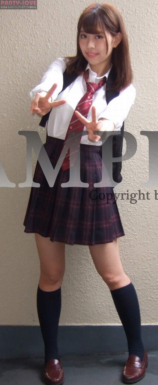 【みゆき】大人っぽい美少女女子校生が純白パンティをパンチラしまくり